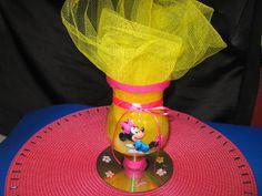 Centro de mesa Minnie Mouse con botellas plásticas
