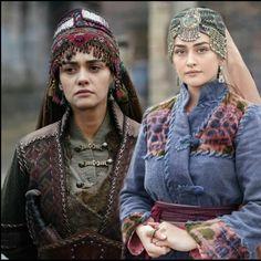 İlbilge halimenin yerini dolduruyor mu🙁 • #HalimeSultan #halime #EsraBilgiç #esbilgic #esrabilgic #dirilişertuğrul #dirilişdizisi… Turkey Country, Esra Bilgic, Turkish Actors, Movies Showing, Punk, Hero, Cap, History, Pretty