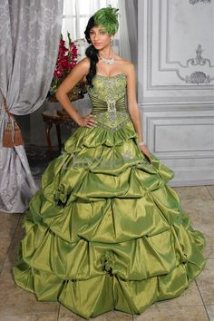 Royal Breath in Vintage Dipped Neck Quinceanera Dress with Classic Bubble Skirt