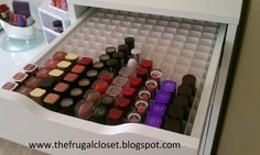 The Frugal Closet: The IKEA Alex Storage dresser, card stock, and foam board = genius make-up I dint think I need a big storage space for lipsticks (as in, a lot of slots) but this would be nice for a deeper drawer like this one ^_^ Rangement Makeup, Ikea Alex Drawers, Diy Lipstick, Lipsticks, Lipstick Holder, Vanity Room, Vanity Desk, Make Up Organiser, Glam Room