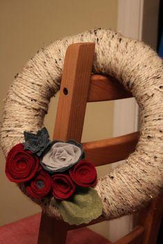 Yarn winter wreath with tutorial