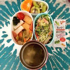 posted by @Piyokkomama_san 実家からたくさんお餅を送ってもらったので、今日のお弁当はお雑煮でーす! #お弁当 #obento #obentoart #スープジャー #お雑煮