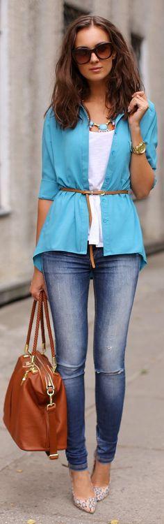 Nada mais elegante e que transforme o look como as camisas, não é verdade?! Você pode estar de jeans ou alfaiataria, o resultado será sempre elegante e bem arrumado! As camisas com tecido fluido, mais soltinhas, são mais modernas e valorizam a silhueta sem marcar gordurinhas, já as camisas de algodão são mais durinhas e …