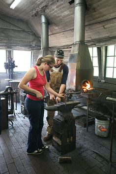 Basic to Intermediate Blacksmithing with Don Witzler by John C. Campbell Folk School - www.folkschool.org... need to learn to weld Metal Projects, Metal Crafts, Welding Projects, Forging Metal, Metal Shop, Messer, Black Smith, Knife Making, Metalworking