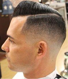 Espectacular #pompadour extremo en nuestro tablero de #Pinterest http://es.pinterest.com/SantanaHairArt/mens-haircuts-styles/