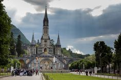 On a pilgrimage to Lourdes por Damien Roué