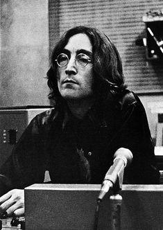 John Lennon during the recording session of the White Album, Les Beatles, John Lennon Beatles, Jhon Lennon, Beatles Art, Yoko Ono, The White Album, Beatles Photos, The Fab Four, Wattpad