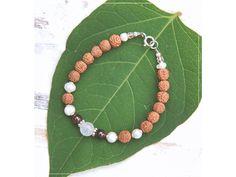 Náramek s Granátem, Rudrakšou, perlami & Růženínem Summer Bracelets, Linux, Beaded Necklace, Green, Jewelry, Beaded Collar, Jewlery, Pearl Necklace, Jewerly