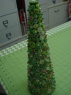 Bee In My Bonnet: Button Christmas Tree Tutorial...