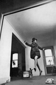 Twiggy by Helmut Newton on Curiator, the world's biggest collaborative art collection.