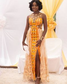""""""" in her second kente look by surrounded by her friends and photo African Attire, African Wear, African Women, African Dress, African Style, African Beauty, African Print Fashion, Africa Fashion, Ankara Fashion"""