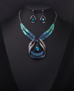 Blue stone crystal chunky necklace woman fashion accessories for sale