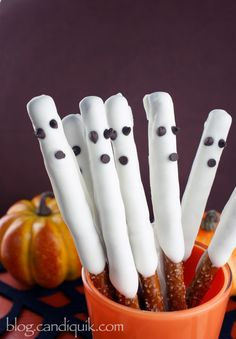 Spooky Pretzels | Community Post: 18 Ghostly Treats That'll Take Your Halloween Party To The Next Level