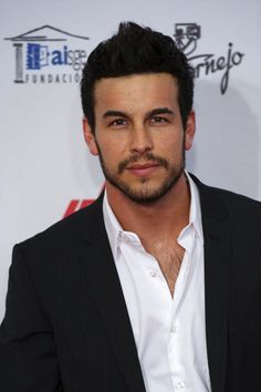 Mario Casas ( I love the scruff) Film Man, Mens Trends, Handsome Actors, Handsome Man, Attractive Men, Perfect Man, Bearded Men, Gorgeous Men, Beautiful People
