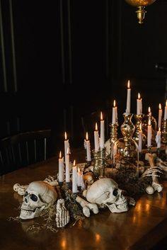 Chic Halloween Decor, Soirée Halloween, Halloween Table Decorations, Holidays Halloween, Halloween Themes, Halloween Cookies, Halloween Costumes, Classy Halloween Wedding, Samhain Decorations