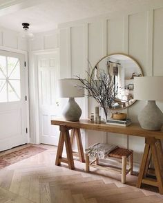 Looking for modern farmhouse interior decor ideas for your bedroom, living room and kitchen? We have 5 essential tips for creating Modern Farmhouse in your home Modern Farmhouse Interiors, Farmhouse Design, Farmhouse Decor, Farmhouse Style Furniture, Farmhouse Ideas, Farmhouse Entryway Table, White Farmhouse, Modern Farmhouse Style, Modern Entryway