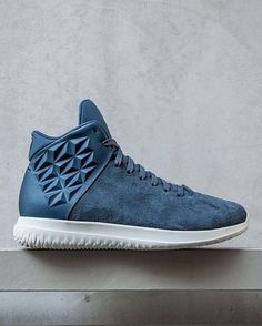 """BRANDBLACK continues to blend sports performance and fashion with their newest lifestyle shoe called the No Name. Releasing in black, light olive, and navy blue, the @BRANDBLACK No Name is available now at brandblack.com and their pop-up retail space called """"Temporary Transmissions"""" in Los Angeles."""