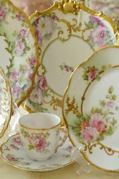 Vintage China Lovely China Patter with Gold Trim pink home rose decorate shabby chic dine china dishes dinnerware - Antique Dishes, Vintage Dishes, Vintage Teacups, Vintage Plates, Teapots And Cups, China Tea Cups, China Painting, China Patterns, Vintage China