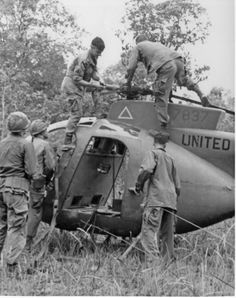 Vietnam War - While a recovery team salvages rotors from a downed Loach, soldiers provide security. Vietnam History, Vietnam War Photos, American War, American History, Army Sergeant, South Vietnam, Vietnam Veterans, Pilot, Military History