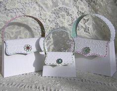 Como hacer carteras de papel http://www.manualidadesplus.com/2011/04/como-hacer-carteras-de-papel.html