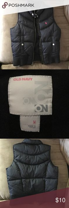 Old Navy Girls Puffer Vest Black Size M Old Navy EUC black puffer vest... only worn a couple of times. Like new no flaws size Medium girls so like size 8 Old Navy Jackets & Coats Vests