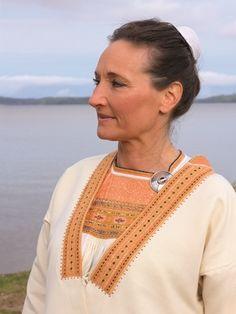 kivennavan kansallispuku - Google-haku Folklore, Embroidery, Finland, Google, Crafts, Needlepoint, Manualidades, Handmade Crafts, Craft