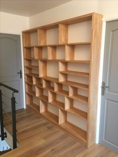 Solid wood design bookcase - New Deko Sites Home Library Design, Home Interior Design, Bookshelf Design, Bookshelves, Ladder Bookcase, Bibliotheque Design, Home Projects, Diy Furniture, Shelving
