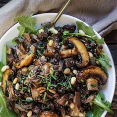 Mushroom salad with lentils & caramelized onions - Sauteed oyster and brown mushrooms, black lentils, and caramelized onions are the basis for this lovely fall salad, with pine nuts and capers adding a great flavor boost. Veggie Recipes, Whole Food Recipes, Vegetarian Recipes, Cooking Recipes, Healthy Recipes, Lentil Recipes, Super Food Recipes, Kale Salad Recipes, Venison Recipes
