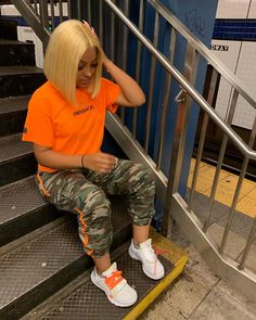 Army pants, orange t-shirt - LadyStyle Cute Swag Outfits, Tomboy Outfits, Chill Outfits, Dope Outfits, Trendy Outfits, Summer Outfits, Fashion Outfits, Black Girls Outfits, Streetwear Mode