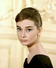 Audrey Hepburn photographed as Ariane Chavasse during the filming of 'Love In The Afternoon', Audrey Hepburn Outfit, Marilyn Monroe E Audrey Hepburn, Audrey Hepburn Mode, Aubrey Hepburn, Audrey Hepburn Photos, Audrey Hepburn Eyebrows, Divas, Hollywood Stars, Old Hollywood