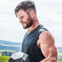 23 Chris Hemsworth Haircut Ideas 2019 Men Hairstyles World mens style Chris Hemsworth Hair, Chris Hemsworth Funny, Short Hair Cuts, Short Hair Styles, Hemsworth Brothers, Plum Hair, Z Cam, Hommes Sexy, Modern Hairstyles