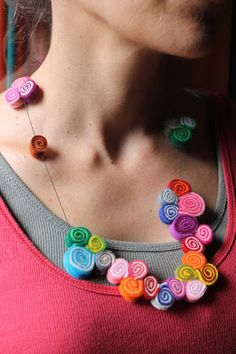 solo1ratito:  Felt rolls necklace