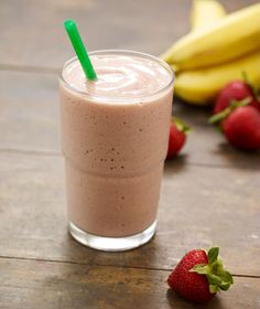 Starbucks Strawberry Banana Vivanno Smoothie (Chocolate Banana is also awesome!) A great option when I've missed a meal - 300 calories, packs in some protein, and contains a whole banana Starbucks Drinks Without Coffee, Starbucks Smoothie, Starbucks Coffee Beans, Chocolate Banana Smoothie, Vanilla Smoothie, Strawberry Banana Smoothie, Smoothie King, Banana Milk, Strawberry Puree