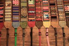 組み合わせパターンは100万通りペルーの民族生地を使ったオーダーメイドカメラストラップ