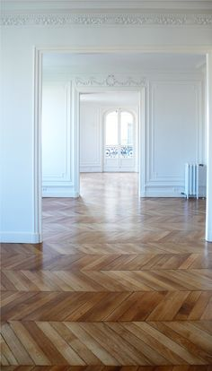 Interior Design Herringbone wood floors House-Painting Tips Seasons wreak havoc on a home's exterior Style At Home, Style Blog, Planchers En Chevrons, Herringbone Wood Floor, Herringbone Pattern, My French Country Home, French Style, French Cottage, Paris Apartments