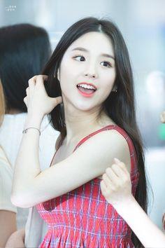 LOONA-HeeJin 190815 Incheon Airport to LA South Korean Girls, Korean Girl Groups, Korean Celebrities, Celebs, Hello My Love, Fandom, Olivia Hye, Extended Play, Incheon
