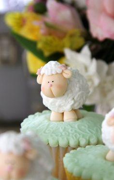 Chá de Bebê | Ovelhinhas | Vestida de Mãe | Blog sobre Gravidez, Maternidade e Bebês por Fernanda Floret Baby Shower Balloons, Baby Shower Cakes, Shower Baby, Fun Cupcakes, Cupcake Cakes, Sheep Cake, Lamb Cake, Clay Art Projects, Happy Eid