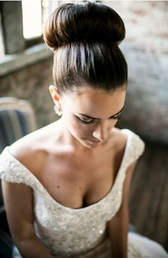 Bride Ideas, Preston Bailey, Elegant Bun, Wedding Hairstyle, Simple Wedding Hairstyle, Women's Wedding Hair Style, Women's Style, Bun Hair Ideas, Wedding Bun Hairstyle