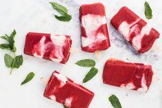 Hemlagad isglass med jordgubbar och yoghurt