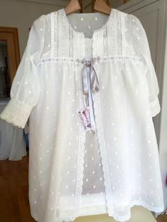 "Avance:                  Hoy os dejo un avance de lo que será  "" El ajuar de Luci "", en blanco con toque en gris, una combinación que sabéis... Kids Dress Wear, Baby Dress, Pakistani Maxi Dresses, Night Gown Dress, Cotton Nighties, Princess Style, Sleepwear Women, Nightwear, Women Lingerie"