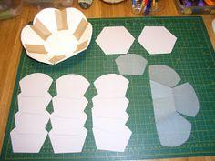 Hoy quiero mostraros como hice la cestita de cartonnage que os enseñe aquí .    Este no va a ser, en realidad, un tutorial al uso, como ya i...
