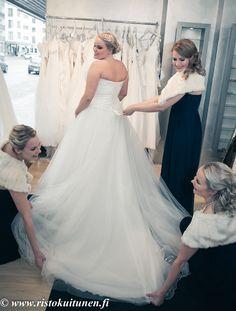 #häämekko #pukeutuminen #valokuvaus #häävalokuvaus #weddings #turku One Shoulder Wedding Dress, Wedding Photography, Wedding Dresses, Fashion, Bride Dresses, Moda, Bridal Gowns, Fashion Styles, Weeding Dresses