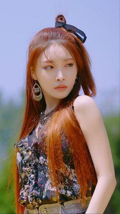 Kpop Girl Groups, Kpop Girls, Euna Kim, Kim Chungha, Kpop Hair, Girl Artist, Girl Sday, Fandom, Korean Artist