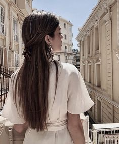 A new season is the perfect time to shake things up by refreshing your hair color. Hair Inspo, Hair Inspiration, Long Hair Video, Look Girl, Good Hair Day, Hair Videos, Hair Looks, Cute Hairstyles, Scarf Hairstyles