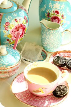 Beautiful tea set but the oreos are sacrilege! It should definitely be elegant, hand-made biscuits :)