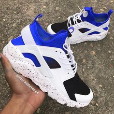Mens Fashion Sneaker – The World of Mens Fashion Cute Sneakers, Girls Sneakers, Sneakers Fashion, Cool Nike Shoes, White Nike Shoes, Huaraches Shoes, Nike Shoes Huarache, Jordan Shoes Girls, Girls Shoes