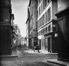 rue saint guillaume © Charles Marville / BHVP / Roger-Viollet