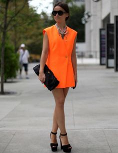 neon orange dress with black heels Street Style Trends, Street Style Inspiration, Mode Inspiration, Fashion Week, Love Fashion, Fashion Outfits, Womens Fashion, Fashion Trends, Fashion Editor