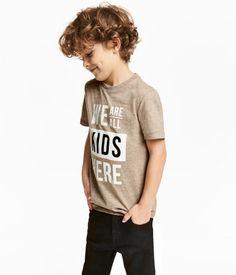 Dark beige melange. T-shirt in soft jersey with a printed design at front.