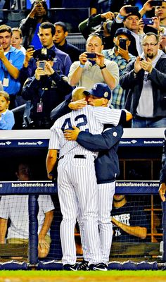 New York Yankees manager Joe Girardi hugs pitcher Mariano Rivera Yankees Baby, Damn Yankees, New York Yankees Baseball, Andy Pettitte, Mlb The Show, Yankee Stadium, Mickey Mantle, Babe Ruth, Baseball Players